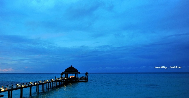 雨季风景图 蓝色调
