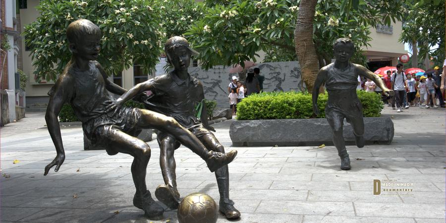 琴岛上的体育运动雕塑
