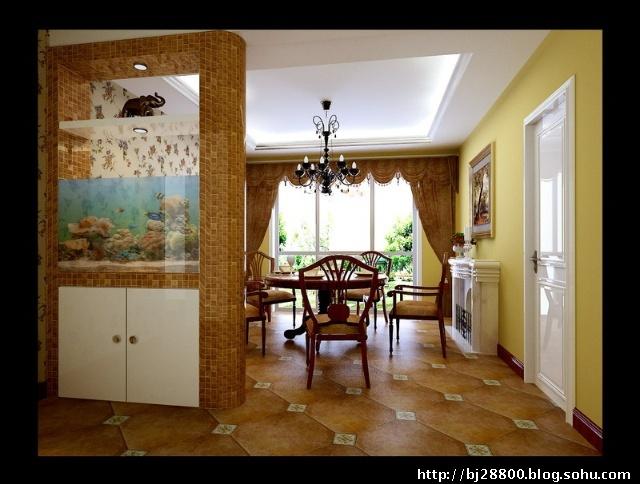 客厅欧式风格造型与中式博古架的搭配充分体现出两种