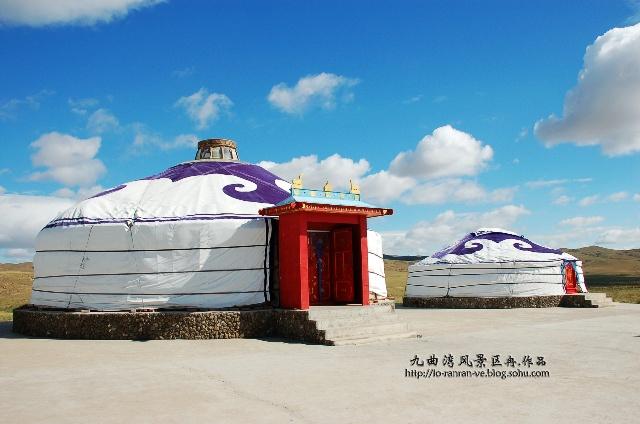 具有蒙古特色的蒙古包,射击场,马群和这里招牌的九区湾,可谓风景如画.