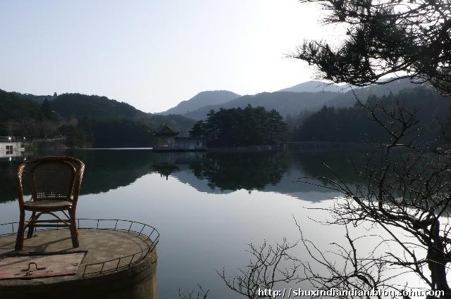 庐山,中国江西省北部名山,位于九江以南