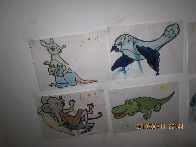 照片都是用牙膏贴的,红袋鼠教的办法不错,关键是不会搞得孩子