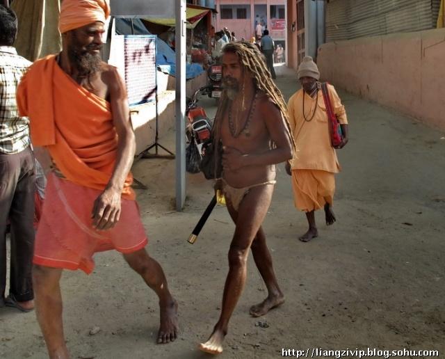 行者梁子博客_印度十二年罕见的奇观 印度最神秘的节日 - 旅游卫视行者的小院 ...