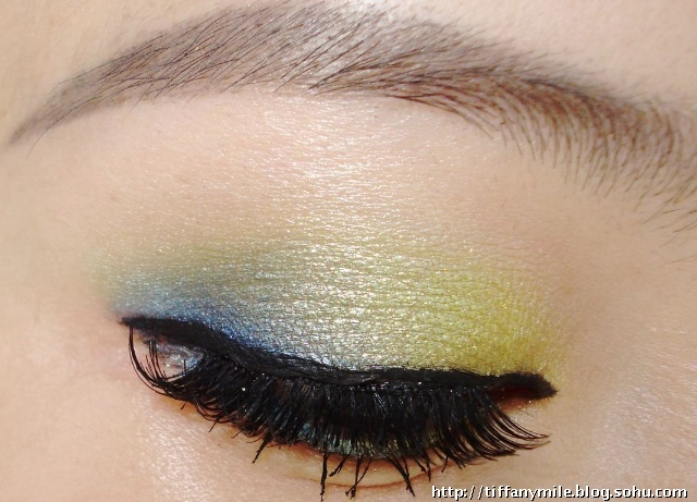 上色饱和应该是sleek眼影的特点