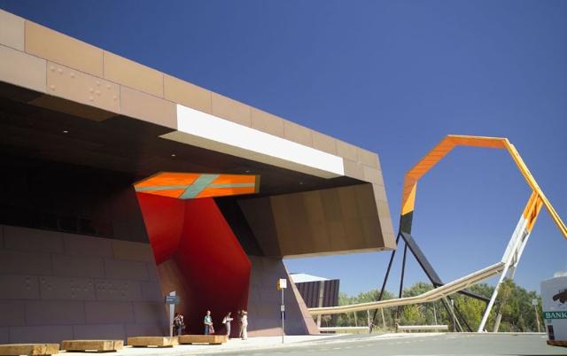 建筑师依照空间性质的不同将博物馆分为临时性展馆,永久性展馆,大厅