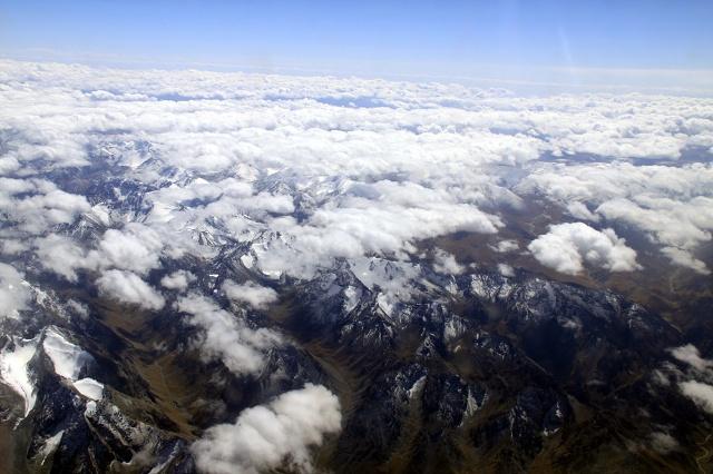 从飞机上鸟瞰天山雪峰