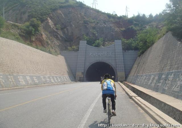 葫芦岛著名的大北岭隧道,早就听说了,今天得以路过,感觉隧道建设的