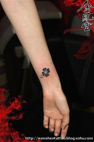 彼岸花纹身图 手指纹身