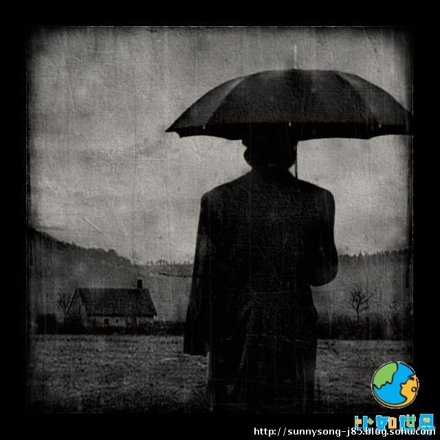 男人孤独的背影图片